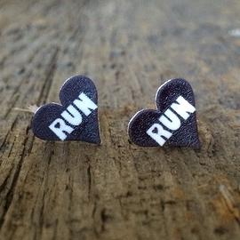 "Boucles d'oreilles en coeur ""RUN"""