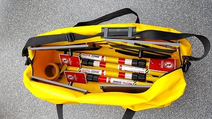 Trousse Insta-Zone de 4 poteaux avec sac robuste de luxe
