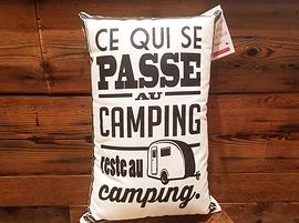 "Coussin ""Ce qui se passe au camping"""