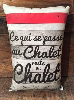 """""""Ce qui se passe au chalet"""" cushion"""