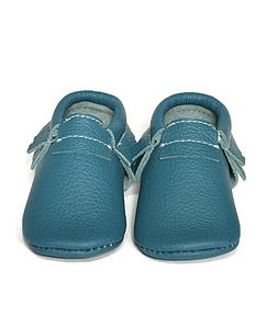 VIC & TED - Chaussons souples en cuir vert tortue.