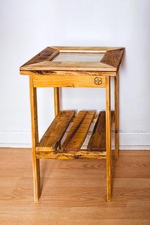 Table de chevet avec vitre