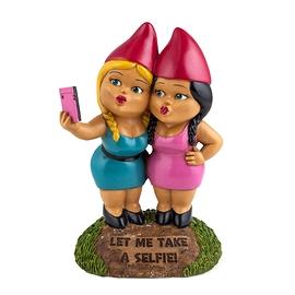 gnomes, selfie sisters