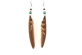 Boucles d'oreille d'oreilles plumes brunes