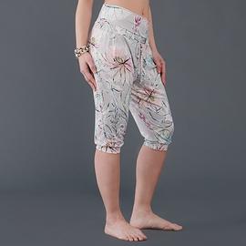 Pantalon court et ample dahlias