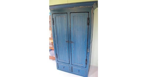 armoire en pin rangement sur mesure antique peinture lait lanaudiere. Black Bedroom Furniture Sets. Home Design Ideas