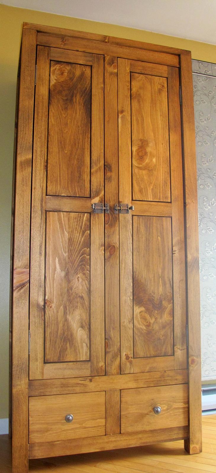 armoire en pin sur mesure antique moderne lanaudiere. Black Bedroom Furniture Sets. Home Design Ideas