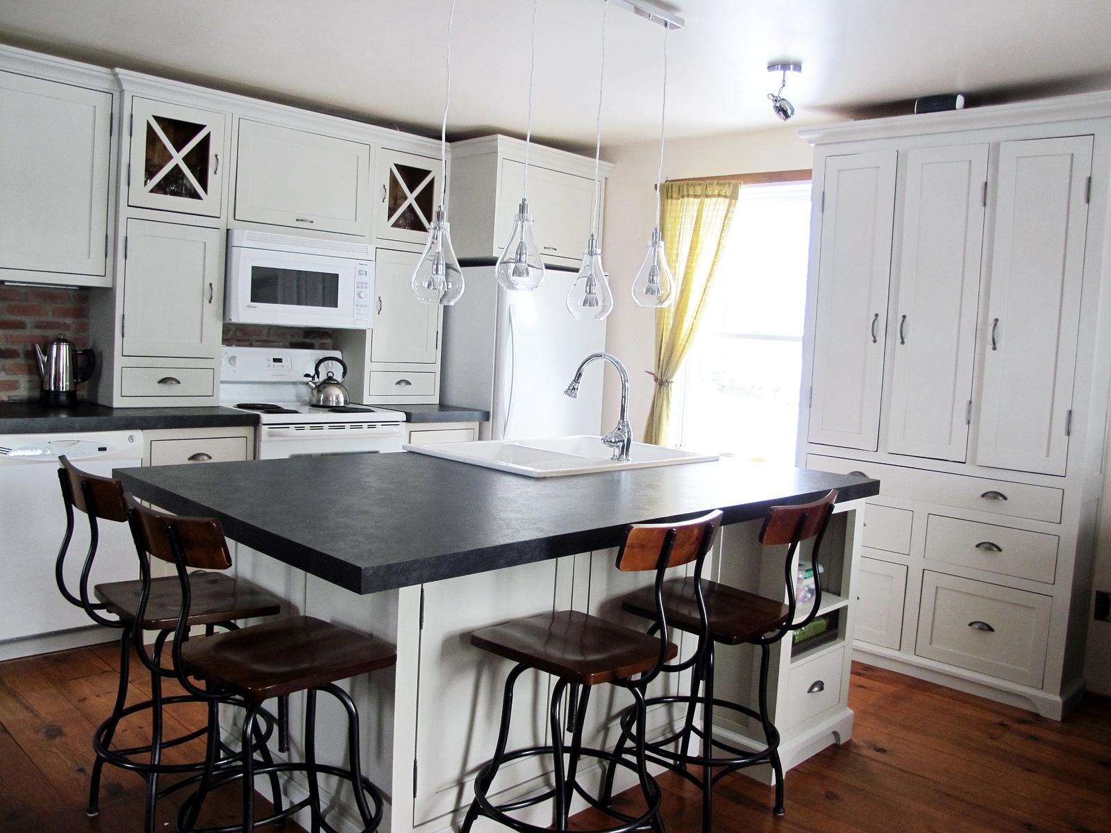 Armoire cuisine ancienne bois massif joliette lanaudiere antique vieil - Peinture d armoire de cuisine ...