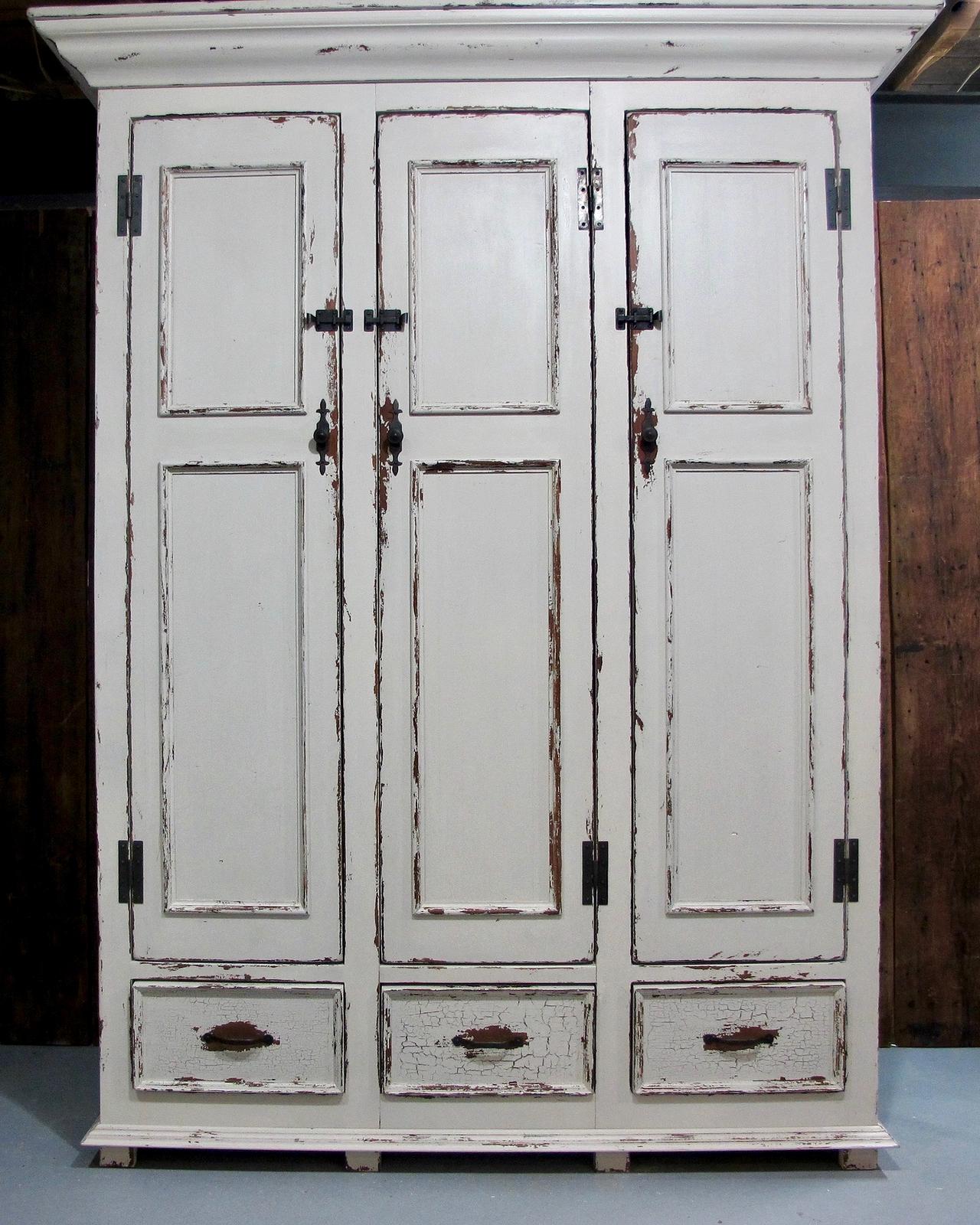 L gant peindre vos armoires de cuisine blanc antique hyt4 for Armoire de cuisine antique