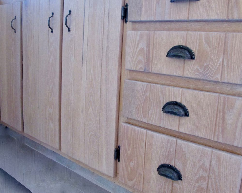 Restauration d 39 armoire de cuisine en bois la boite pin - Armoire sur mesure en ligne ...