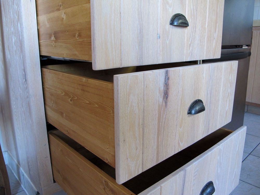 restauration meubles armoires de cuisine en bois la boite pin. Black Bedroom Furniture Sets. Home Design Ideas