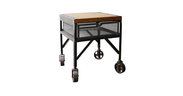 table d 39 appoint industrielle sur roue de chariot avec plateau en bois de manguier. Black Bedroom Furniture Sets. Home Design Ideas